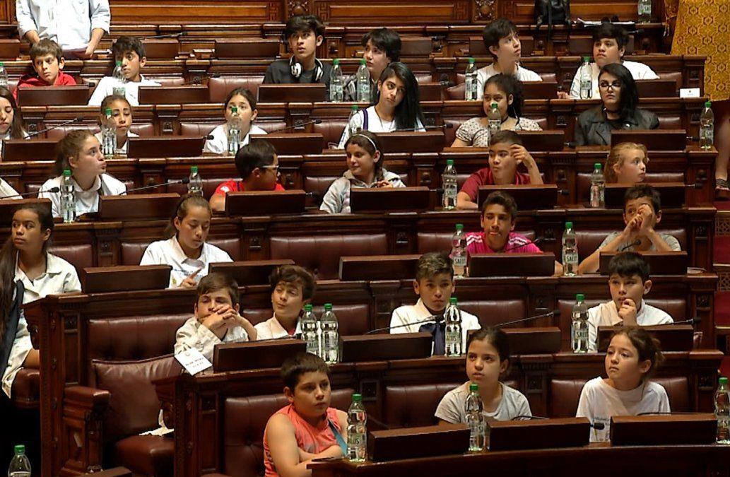 Parlamento paritario de niños y niñas celebró su segunda sesión en el Palacio Legislativo