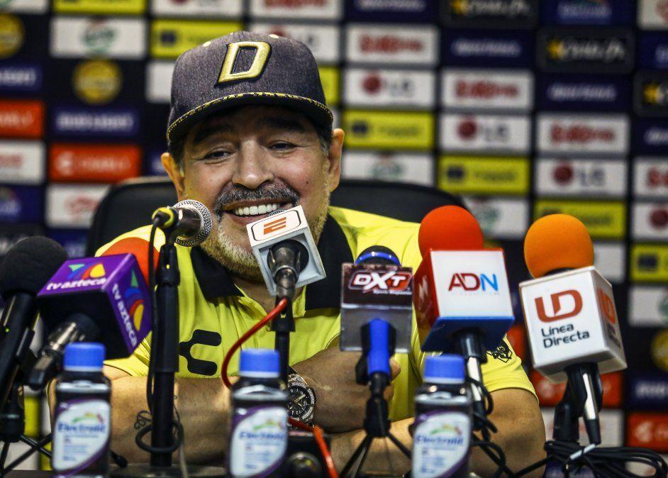 Maradona señala al gobierno de Argentina por violencia en River-Boca