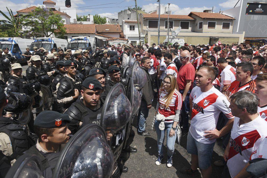 Macri propone aumentar penas a delitos ligados a la violencia en el fútbol