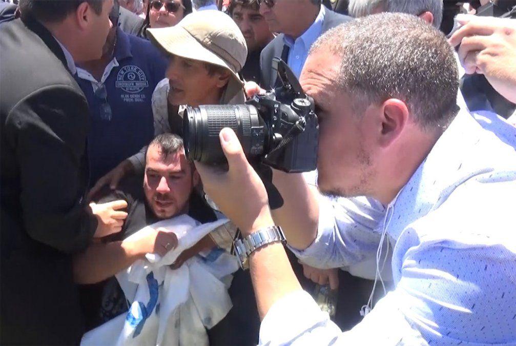 Incidentes entre manifestantes y la seguridad de Bonomi en Artigas