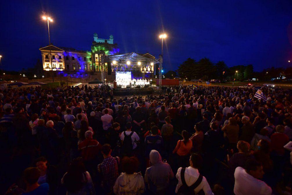 Jóvenes de todos los partidos se convocan para conmemorar 35 años del acto del Obelisco