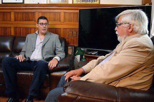 El policía y licenciado en Educación Gonzalo Larrosa junto al ministro del Interior Eduardo Bonomi.