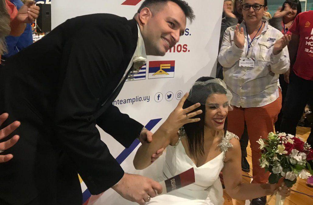El amor en tiempos del FA: se casaron y fueron a festejar al Congreso de la coalición