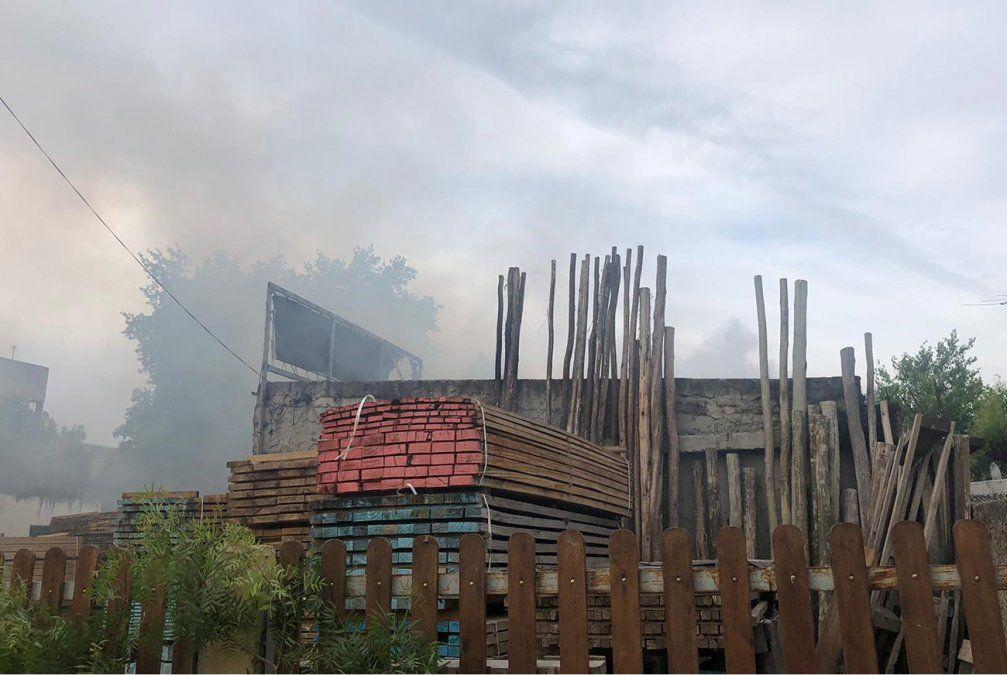 Incendio en aserradero de Lezica: propietario afirma que fue intencional