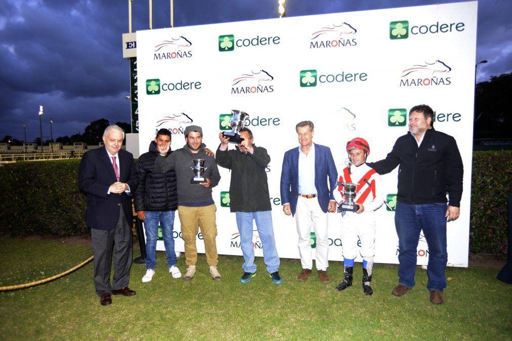 Consagratorio triunfo de Cerro Largo en el Comparación