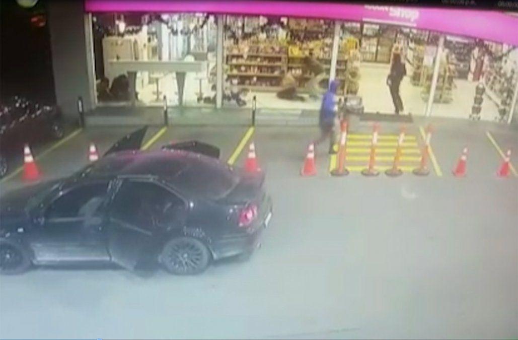 Intentaron explotar un cajero dentro de una estación de servicio