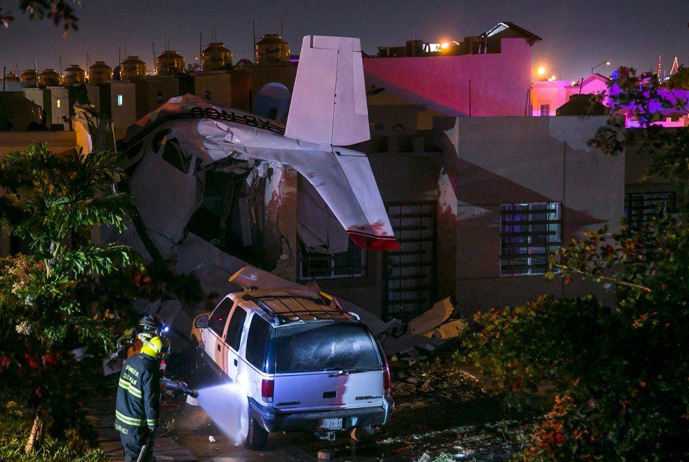 Una avioneta cayó sobre una casa en México y dejó cuatro personas muertas
