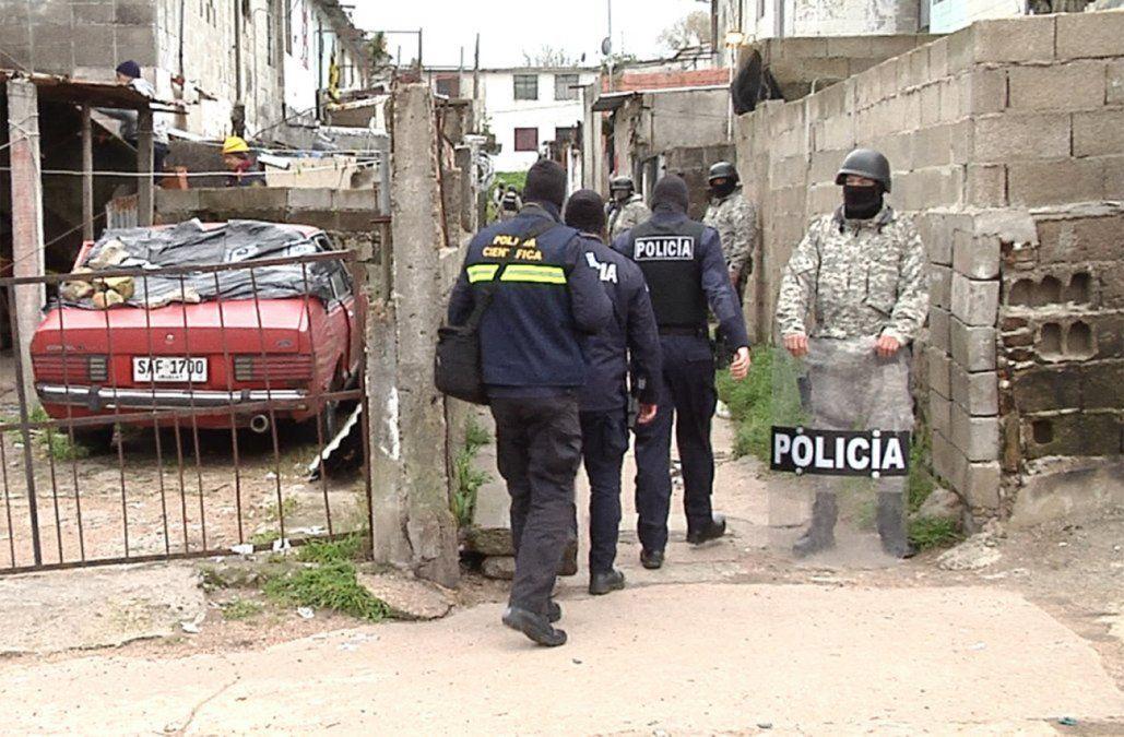 Otra vez una fuerte delegación policial debe volver al barrio Los Palomares. Los Chingas no están dispuestos a renunciar a su territorio.