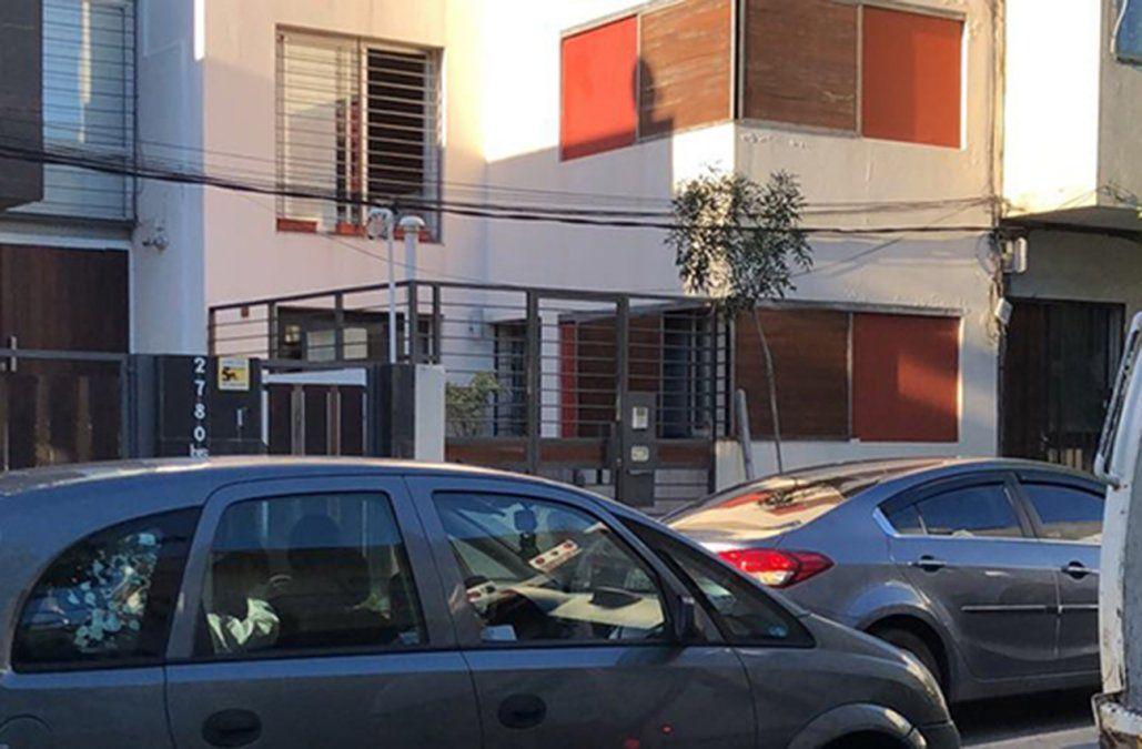 la vivienda de la calle Gestido donde estaba el turista. La bala le dio en una pierna y se desangró.