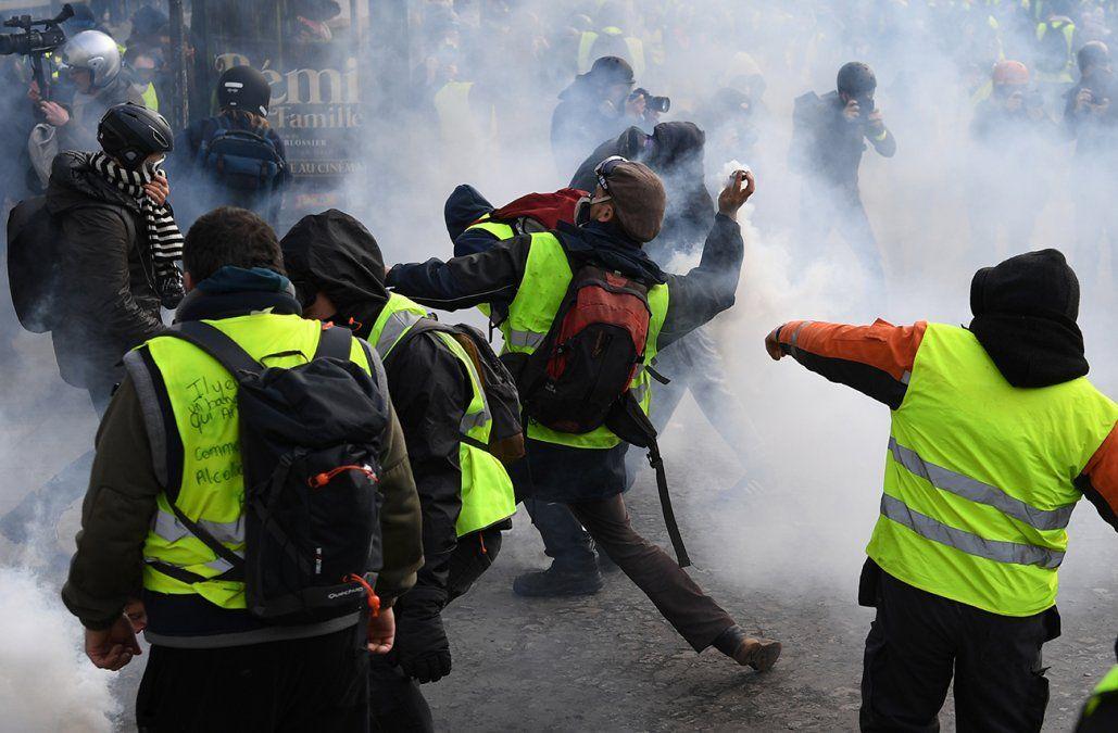 Más de 1.300 detenidos durante la protesta multitudinaria de los chalecos amarillos