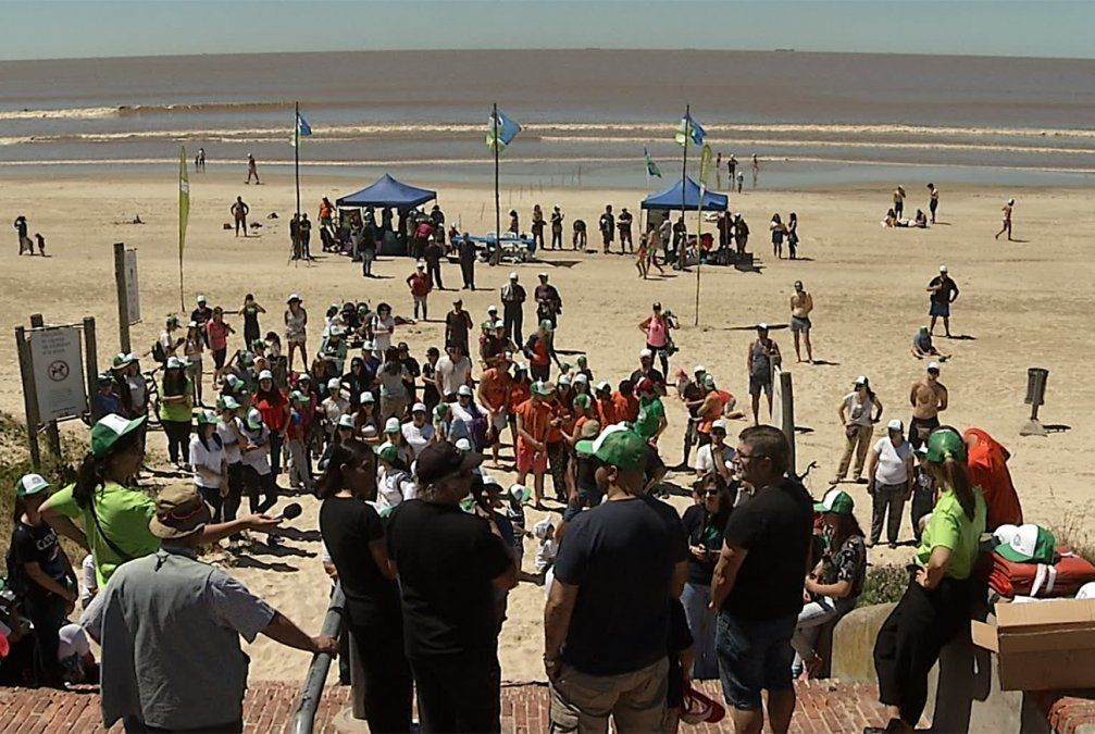 500 voluntarios juntaron la basura de las playas en 40 puntos del país