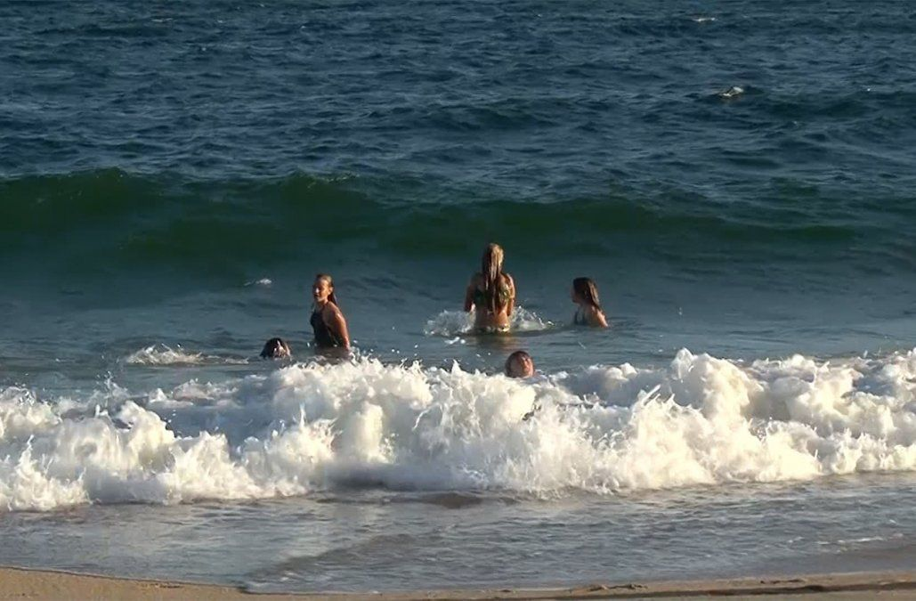 Hombre que murió por la bacteria de la playa se había pinchado con un junco