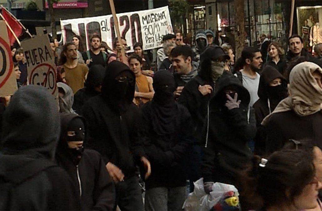 Detuvieron a encapuchados de la marcha contra el G20 que causaron daños en el Centro