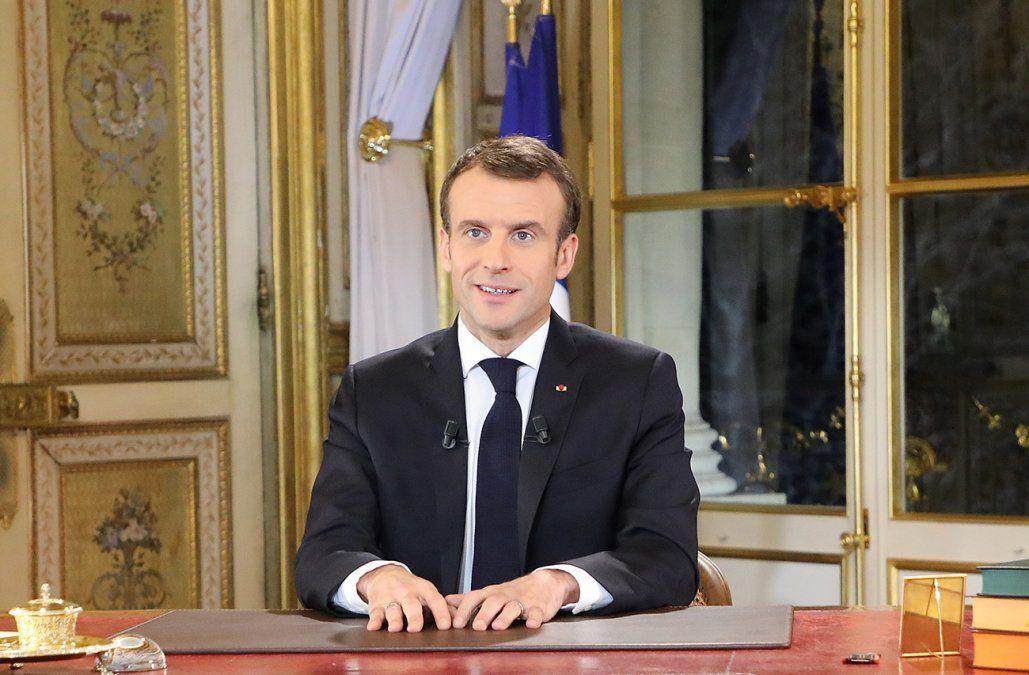 Macron aumentó el salario mínimo para intentar calmar las protestas de chalecos amarillos