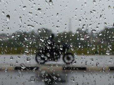 Doble alerta naranja y amarilla por lluvias y tormentas para todo el país