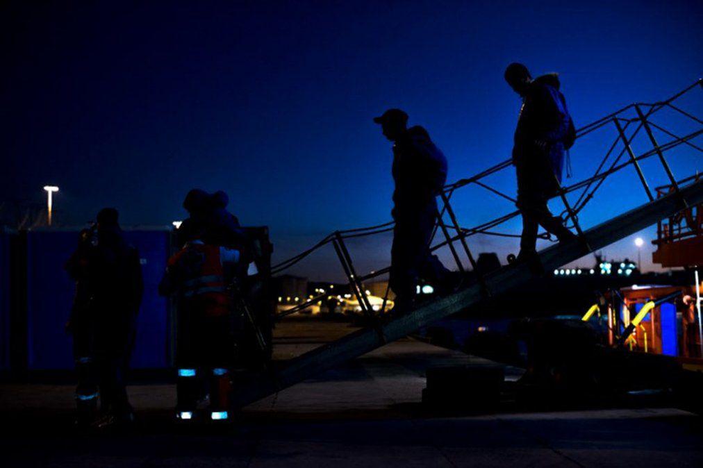 Rescatan a dos menores que cruzaban Estrecho de Gibraltar en un neumático
