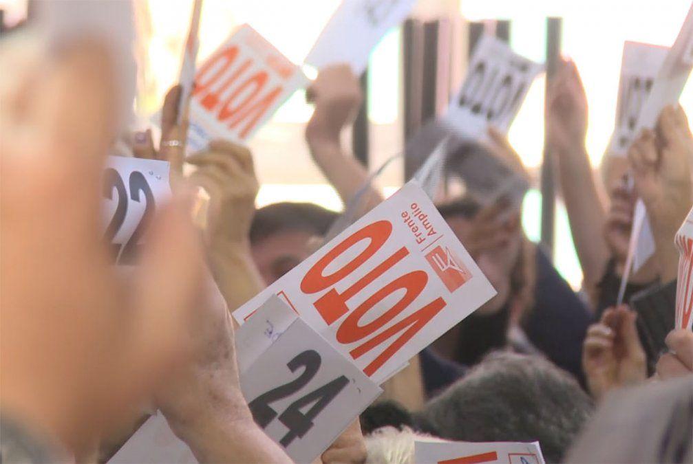 Plenario del FA resolvió inhabilitación de Sendic y De León para todo el período electoral