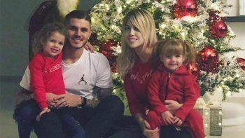 Wanda Nara y Mauro Icardi armaron el árbol de Navidad en familia
