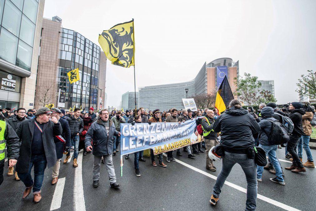 Tensión en Bruselas en una manifestación contra el pacto de la ONU sobre migración