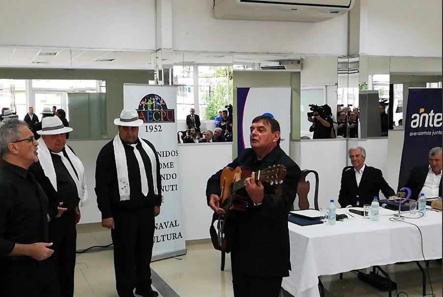 José Gato Morgade a la guitarra