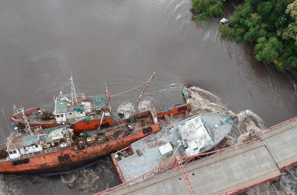 Se extrajeron 20.000 litros de combustible y 5.000 de aceite, de buques que chocaron en Carmelo