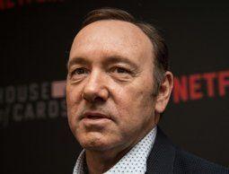 Kevin Spacey se defiende de acusaciones de abuso sexual personificando a Frank Underwood