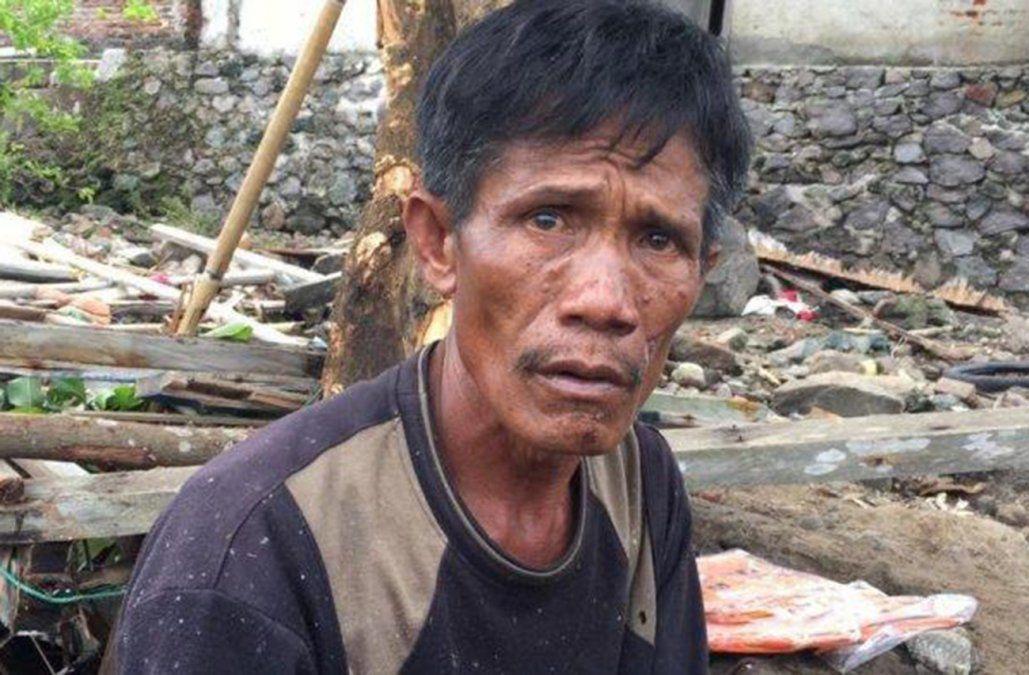 Los ojos deUdin Ahok lo dicen todo sobre la tragedia que debió padecer.