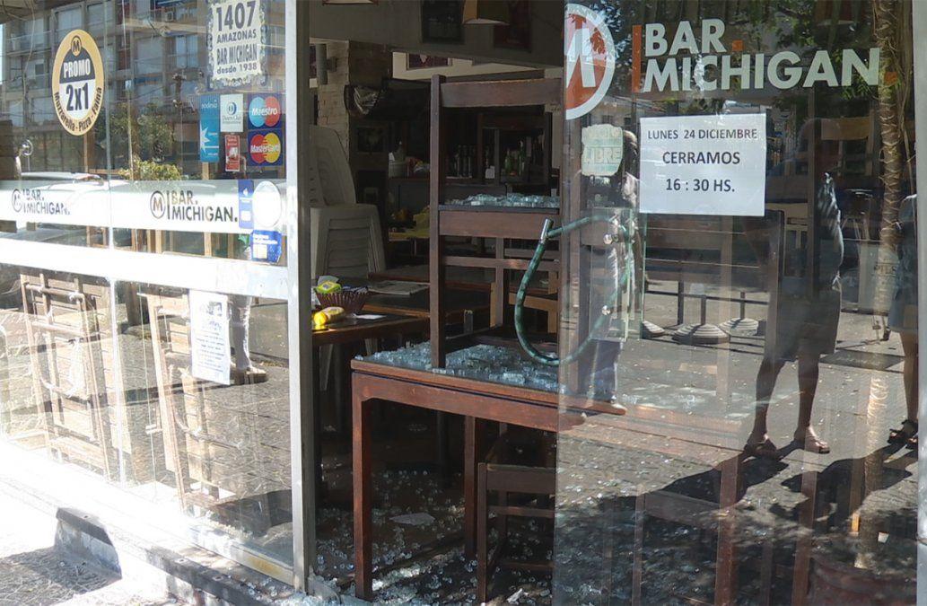 Robaron en el bar Michigan, en Malvín, y todo quedó grabado en las cámaras de seguridad