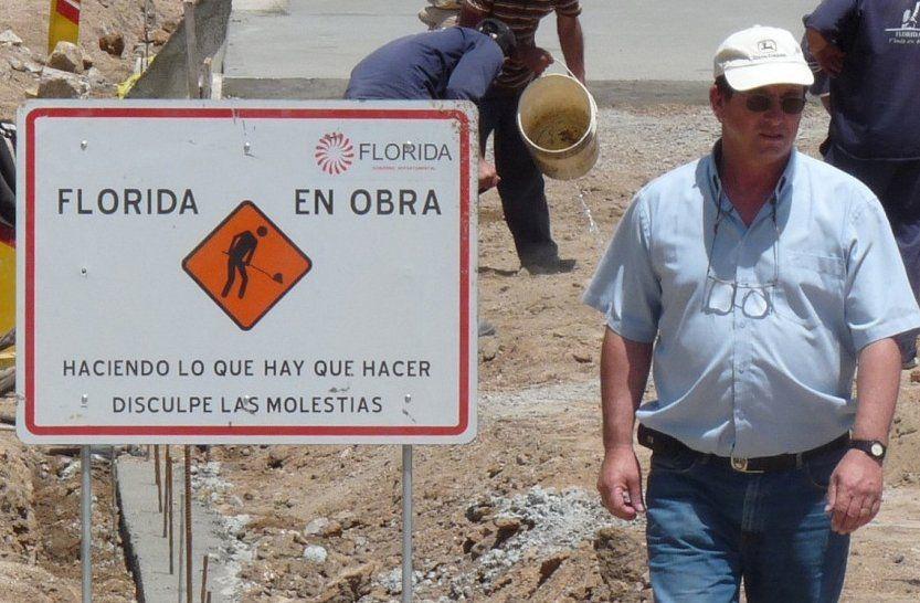 Cabrera como director de Vialidad. Un día le anunciaron que dejaba el cargo y lo enviaban a Descentralización de regreso como funcionario. Se fue a su casa por tres años.