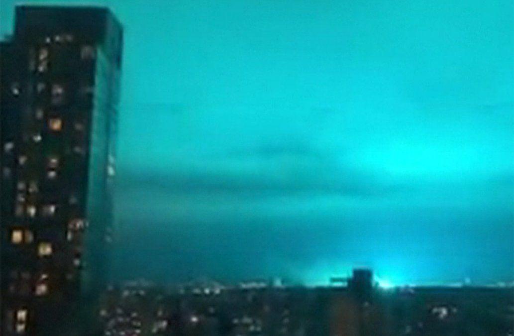 Luces azules en el cielo de Nueva York  desataron rumores de invasión extraterrestre