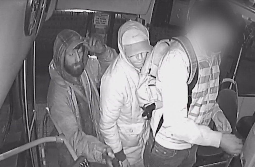 Dos delincuentes rapiñaron un ómnibus en 23 segundos