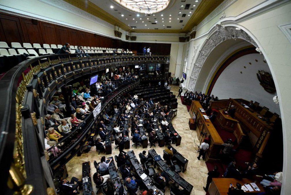 Asume nuevo parlamento venezolano; declara ilegítimo y usurpador a Maduro