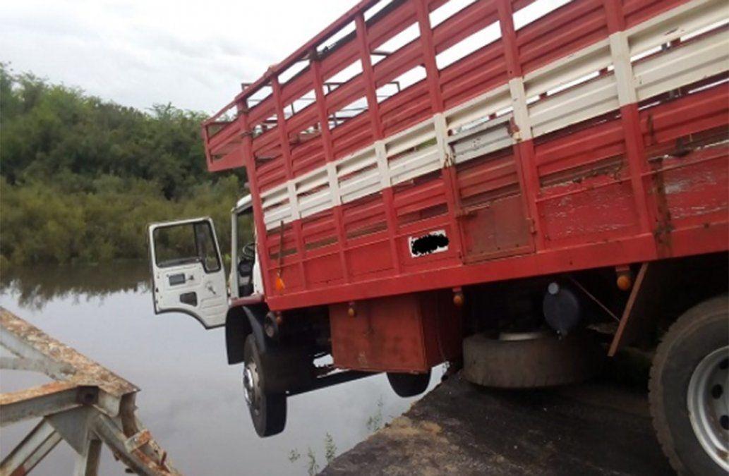 Se cayó un puente en Sarandí del Yí tras el choque de un camión