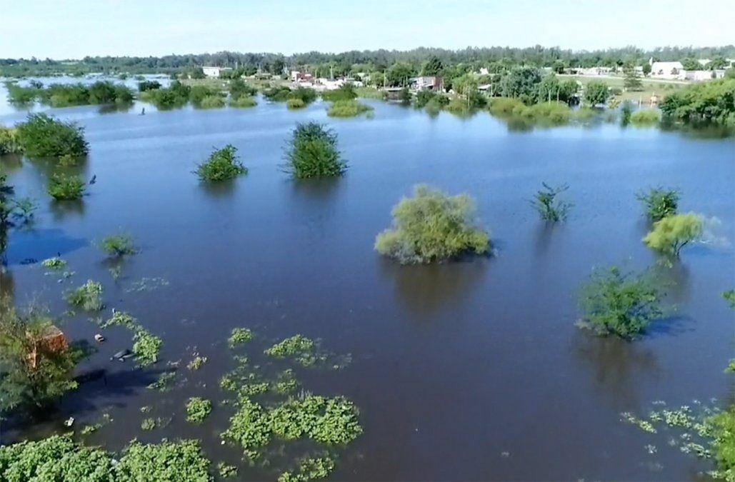 Hay más de 1.000 desplazados por inundaciones y esperan que ese número aumente