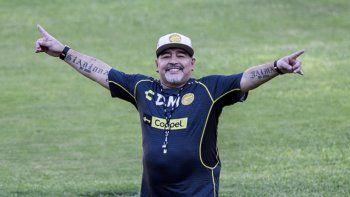 Maradona internado tras ser sometido con éxito a una cirugía por el sangrado estomacal