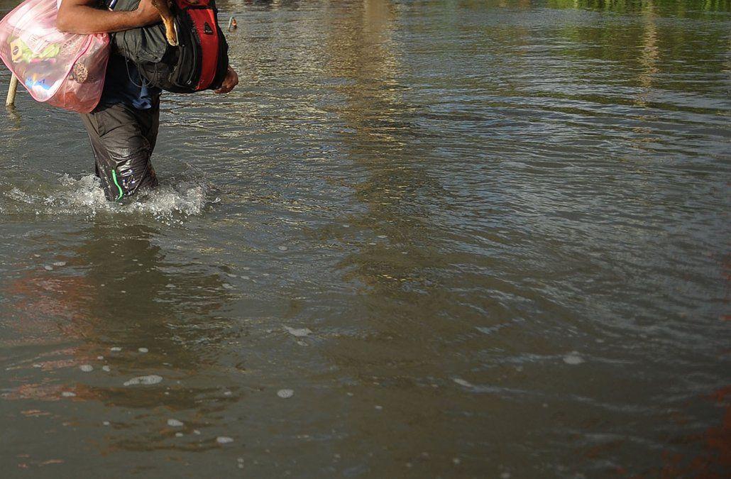 Cuatro muertos y miles de evacuados en Argentina por inundaciones