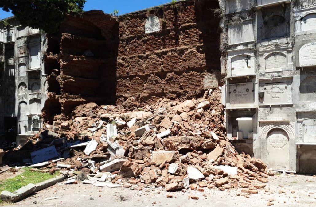 Derrumbe en Cementerio Central; Adeom denuncia falta de mantenimiento