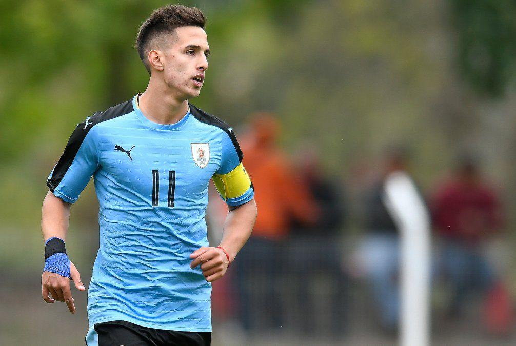 Pablo García debutó en 2016 a los 16 años en Liverpool y se fue a River argentino. Ahora fue cedido por El Muñeco Gallardo