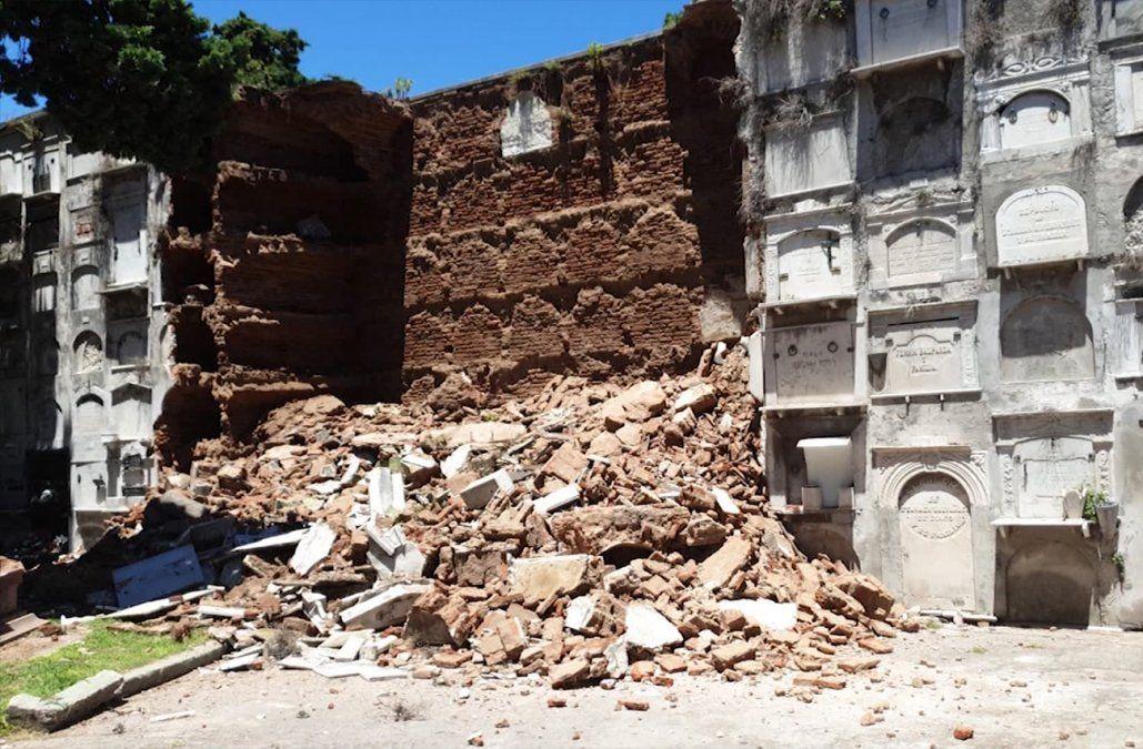 Derrumbe en Cementerio Central afectó a 63 nichos; antropóloga recuperará los restos
