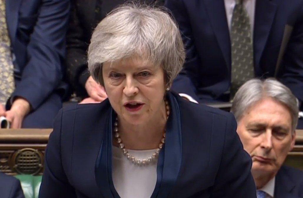 Parlamento rechazó el acuerdo de Brexit y la oposición pidió la censura de Theresa May