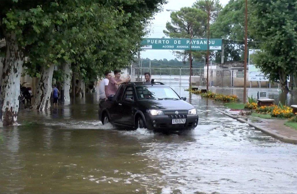 Vuelve a subir la cantidad de evacuados por las inundaciones y superan los 3.000
