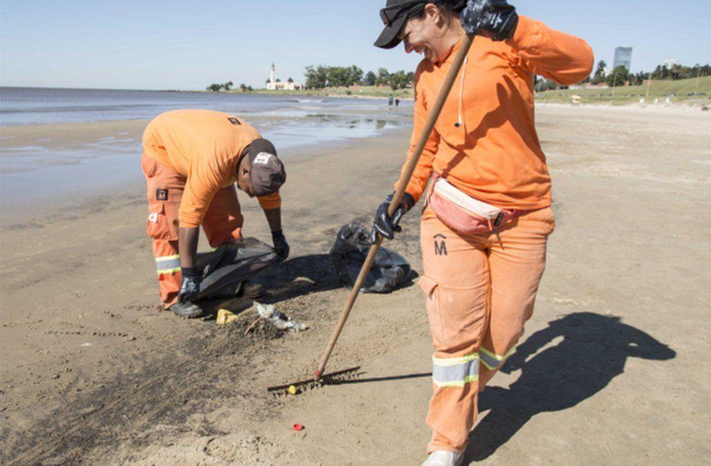 Intendencia retira más de 4 toneladas de basura por día de las playas de Montevideo