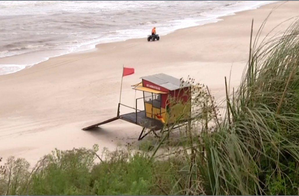 Buscan a una adolescente que desapareció en las aguas de la playa de La Floresta