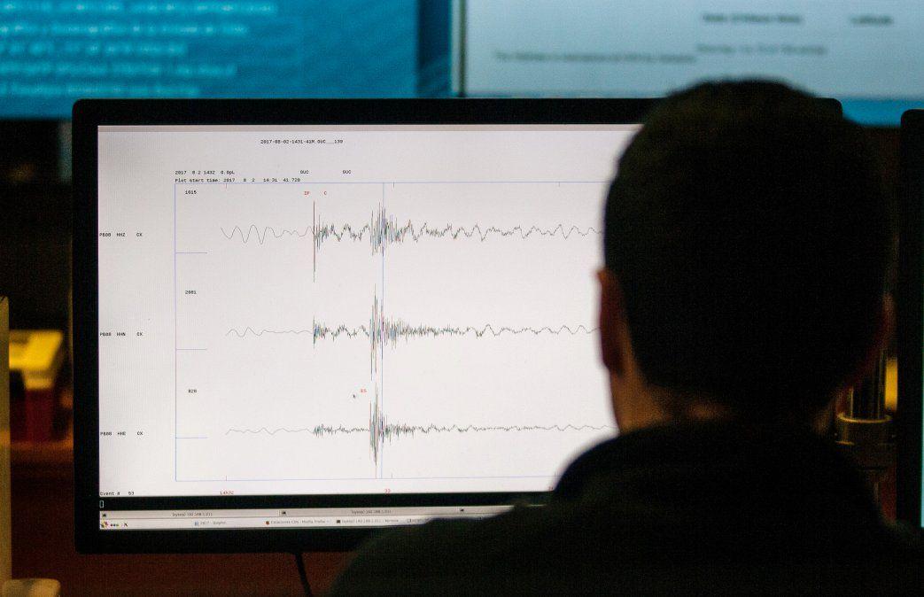 Dos muertos tras sismo y alerta de tsunami en Chile