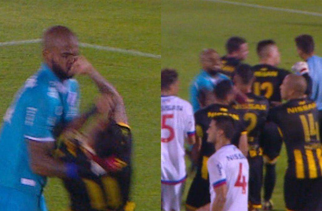 Los golpes de puño entre Estoyanoff y Mejía que terminaron en tarjeta roja