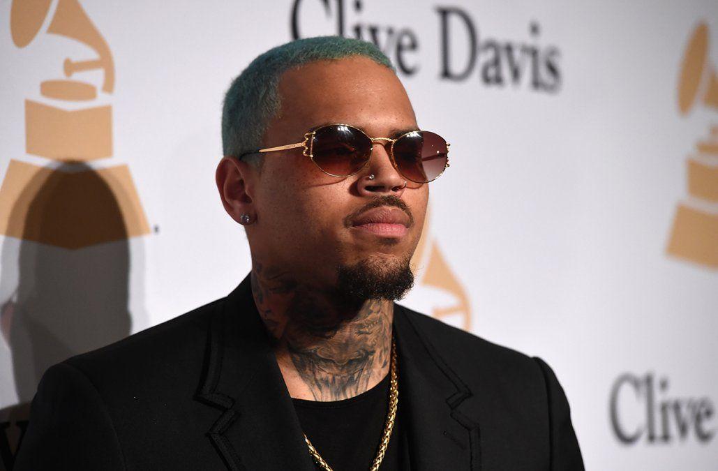 Mujer que denunció a Chris Brown por violación en Francia mantiene su acusación