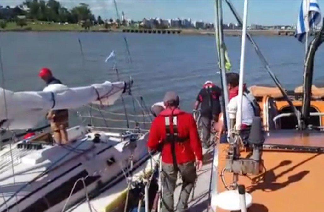 Rescataron a cuatro tripulantes de un velero argentino varado en el mar