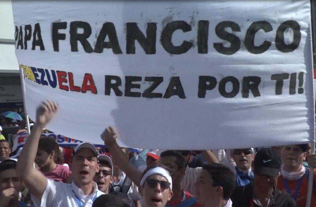 El Papa llegó a Panamá y su visita se ve marcada por la crisis en Venezuela