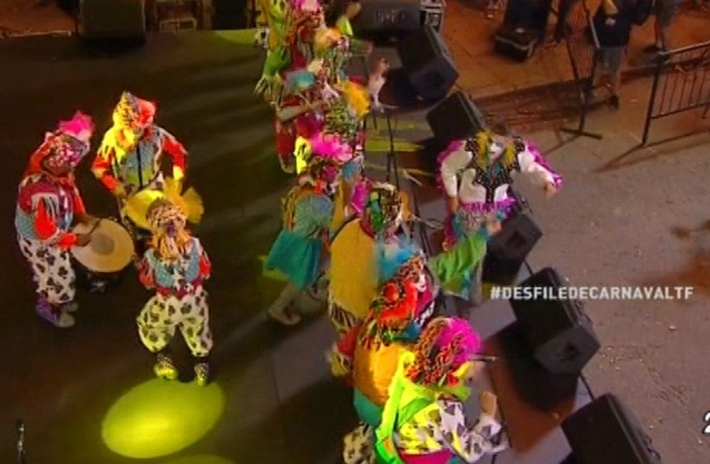 Así comenzó el desfile inaugural de Carnaval por 18 de Julio