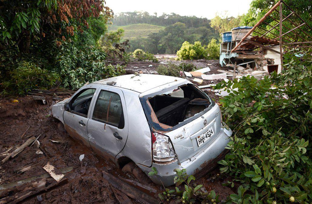 Bomberos retoman la búsqueda de sobrevivientes en la tragedia minera de Brasil
